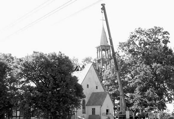 Montaż wieży Kościoła w Kołczygłowach